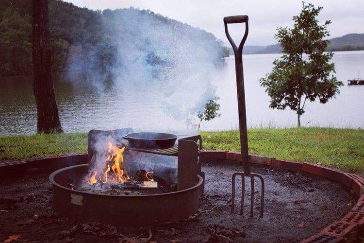 fire cooking on the lake