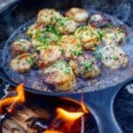 beer glazed scallops on the skillet